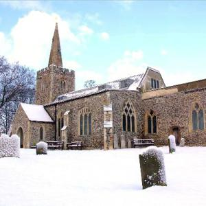 2009 12 18 Polstead Church Snow2